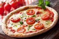 Pizza con Tomates Frescos y Albaca - Argentina Tipical Pizza - Comida Argentina