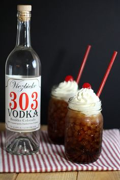 root beer, vanilla vodka, dollop of vanilla ice cream or whipped cream.