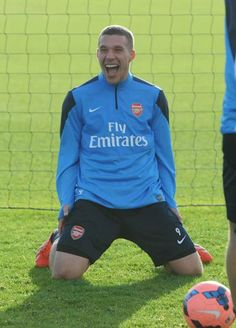 Podolski on His Knees in Training Before FA Cup Match vs Spurs Soccer Players, Football Soccer, Lukas Podolski, Big Shoulders, Fa Cup, Arsenal, Wetsuit, Training, God