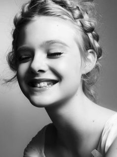 Cute and innocent looking Elle Fanning features inside Interview December 2010 issue. Photographed by Steven Pan, the American actress poses in girlie ensembles in the black 7 white studio spread. Black Pics, Pretty People, Beautiful People, Venice Film Festival, Dakota And Elle Fanning, Portraits, White Photography, Photography Kids, Fashion Photography