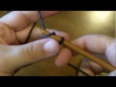 Learn how to knook with this helpful video from our contributor Mary Vaughn. This is an easy technique to learn. •✿• Teresa Restegui http://www.pinterest.com/teretegui/ •✿•