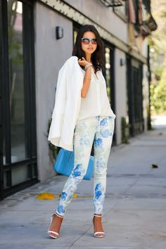 Love this spring look: printed pants, a white coat, and sandal heels #StreetStyle