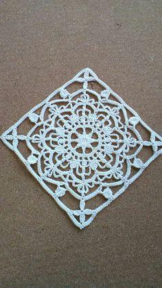 İşi Kare Motif ÖrnekleriTığ İşi Kare Motif Örnekleri World crochet: Motive 35 の画像|野の花手芸噺 Crochet Motif Patterns, Crochet Blocks, Crochet Mandala, Crochet Diagram, Crochet Squares, Crochet Granny, Filet Crochet, Crochet Designs, Granny Squares