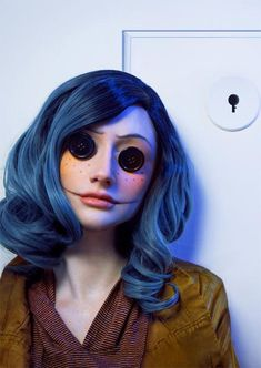 Are you looking for ideas for your Halloween make-up? Browse around this website for unique Halloween makeup looks. Halloween Fotos, Cool Halloween Makeup, Halloween Inspo, Halloween Makeup Looks, Halloween Cosplay, Halloween Outfits, Tim Burton Halloween Costumes, Coraline Halloween Costume, Halloween 2019