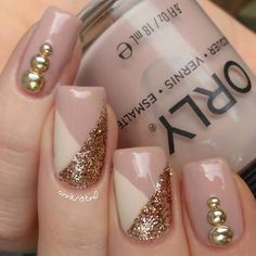 Beautiful studded gold nails by @annkristin0 ! ❤️