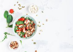 Have Portion Control Trouble? Try These 8 Doable Tips — HuffPost Australia Fried Goat Cheese, Goat Cheese Salad, Sin Gluten, Healthy Dinner Recipes, Diet Recipes, Salad Recipes, Paleo, Keto, Feta Salat