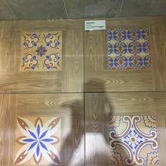 Keramik Motif Kayu Dengan Variasi Di Tengahnya Kia Andora Brown
