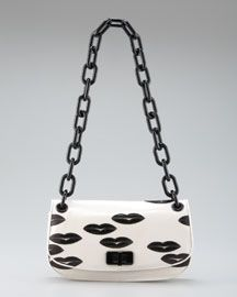 never thought I'd like a purse with lips but actually like this one :)