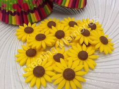 24 Fondant Sunflowers for Cupcakes, Cookies or Cake Decorations. Made of vanilla Fondant