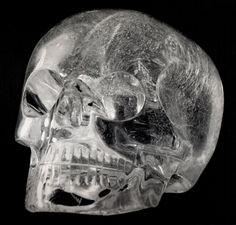 Skulls - Têtes de morts - Crâne de cristal aztèque #skull #precolumbian #crâne #art #jpdubs Damien Hirst, Maya Art, Skeletons, Skulls, Hipster Stuff, Crystal Skull, Aztec Art, Human Head, Skull Art
