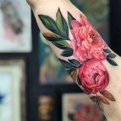43 Pretty Peony Tattoo Ideas - TattooGlee Tatto Floral, Tattoo Pink, Peony Flower Tattoos, Flower Tattoo Designs, Realistic Flower Tattoo, Watercolor Flower Tattoos, Japanese Peony Tattoo, Dahlia Tattoo, Colorful Flower Tattoo