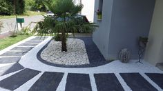 Before / After: give a chic and mineral style outside a traditional Breton house logo, Outdoor Landscaping, Front Yard Landscaping, Outdoor Gardens, Garden Stones, Garden Paths, Minimalist Garden, Marquise, Garden Projects, Beautiful Gardens