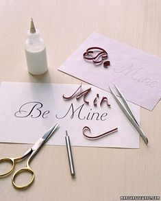 Quilling script tutorial from Martha Stewart [see also How to Make Quilled Cards slideshow http://www.marthastewart.com/921702/how-make-quilled-cards?lnc=bf89cf380e1dd010VgnVCM1000005b09a00aRCRD=intro=howTo_tab_intro#221224 ] Ann Martin has some great tips on cursive quilling here http://www.allthingspaper.net/2012/02/quilled-valentine-cursive-lettering.html