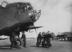 Air Force Aircraft, Ww2 Aircraft, Military Aircraft, Handley Page Halifax, The Blitz, Royal Air Force, World War, Wwii, Aviation