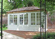 Ashton Malvern Garden building in customer's garden. Photo credit: Mansell