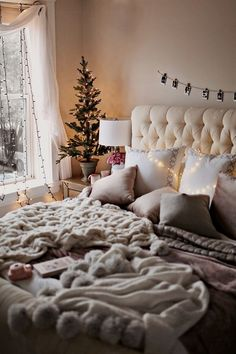 30 Cozy Winter Bedroom Decorations For Christmas bedroom Winter Bedroom Decor, Christmas Bedroom, Living Room Decor, Christmas Tree, Living Room And Bedroom In One, Decor Room, Family Christmas, Christmas Ornament, Living Rooms