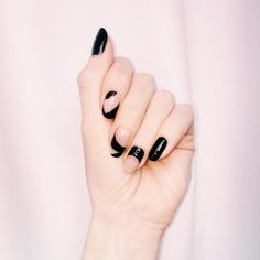 Madeline Poole's Stella-McCartney Inspired Take on a Minimal Mani – Frisuren Nail Polish Sets, Nail Polish Colors, Manicure, Negative Space Nails, Bride Nails, Great Nails, Minimalist Nails, Tips Belleza, Nails Inspiration