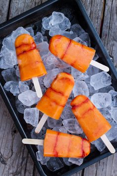 PALETAS DE MANGO CON CHILE   the sweet molcajete Frozen Desserts, Frozen Treats, Vegan Desserts, Fun Desserts, Delicious Desserts, Paletas Recipes, Mango Recipes, Summer Recipes, Mexican Food Recipes