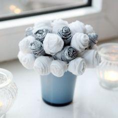 Alternativer Strauß: Blumenstrauß aus Krepppapier - happy go wedding