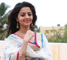 Famous Indian Actors, Indian Actresses, Actors & Actresses, Girl Pictures, Girl Photos, Cute Girls, Cool Girl, Anushka Photos, Saree Photoshoot