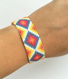 off loom beading stitches Seed Bead Bracelets Tutorials, Loom Bracelet Patterns, Bead Loom Bracelets, Bead Loom Patterns, Beaded Jewelry Patterns, Woven Bracelets, Friendship Bracelet Patterns, Beading Patterns, Beading Ideas
