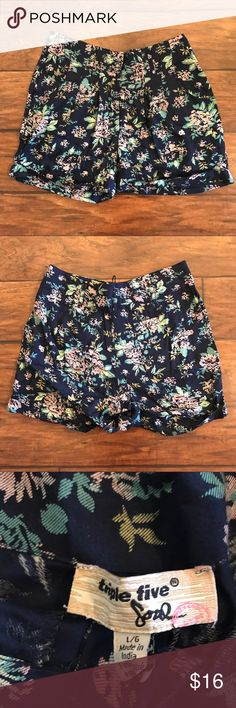 NWT Triple Five Soul Floral Shorts Size Large Super cute and soft, these shorts are perfect for summer! Tags still attached. Triple Five Soul Shorts