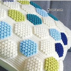 Pompon Baby Blanket Making – Knitting And We Knitting Blogs, Baby Knitting Patterns, Crochet Patterns, Boy Blankets, Knitted Baby Blankets, Crochet Cushions, Crochet Pillow, Crochet Home, Easy Crochet