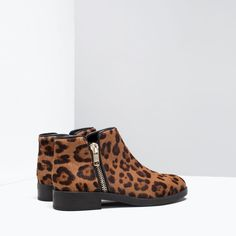 Image 4 of PRINTED LEATHER BOOTIES from Zara