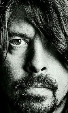 Dave Grohl - Foo Fighters One the most talented musicians to ever grace us Foo Fighters Dave Grohl, Foo Fighters Nirvana, Great Bands, Cool Bands, I Love Music, Music Is Life, Dubstep, Rock And Roll, There Goes My Hero