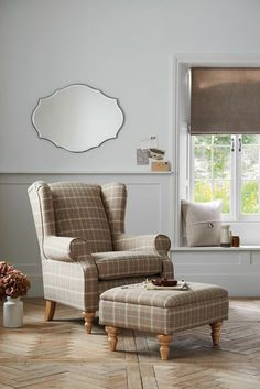 Gorgeous sofas & armchairs that make a show stopping addition in your living room. My Living Room, Living Room Chairs, Living Room Decor, Dining Chairs, Lounge Decor, Up House, Home Furnishings, Family Room, Furniture Design