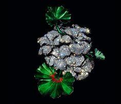 Jar, spilla Geranium in titanio verde e rosso, platino e pavé di diamanti del 2007