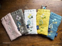 Embroidery on pouch Hand Embroidery Patterns Free, Embroidery Purse, Flower Embroidery Designs, Ribbon Embroidery, Floral Embroidery, Embroidery Stitches, Handmade Bags, Sewing Projects, Crochet