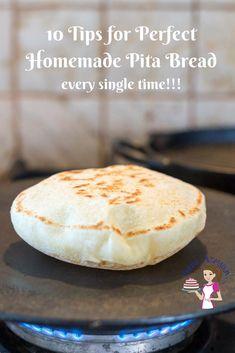 Pitta Bread Recipe, Bread Recipe Video, Pita Recipes, Easy Bread Recipes, Baking Recipes, Flatbread Recipes, Homemade Pita Bread, Crack Crackers