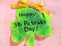 Use these shamrocks as greeting cards, or punch holes in their tops, loop ribbon or string through the holes, and hang them from a doorknob or picture hook. Free crafts and craft ideas for kids at Fisher Price! Craft Images, St Pattys, Fisher Price, Online Games, Baby Gear, Grandkids, Greeting Cards, School, Crafts