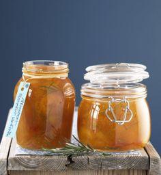 Der etwas andere Frühstücks-Aufstrich: Aprikosen-Konfitüre mit einem feinen Rosmarin-Aroma.