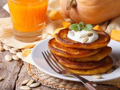 Grab a fork and knife time to celebrate the fall season with a delicious recipe for pumpkin pancakes 🥞 Sourdough Pancakes, Sourdough Recipes, Breakfast Bake, Breakfast Recipes, Dessert Recipes, Pumpkin Pancakes, Pumpkin Puree, Sunday Recipes, Fall Recipes