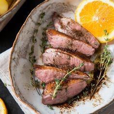 """Wie du Ente gelingsicher zubereitest? """"Sous Vide"""" ist das Zauberwort. Besonders lecker schmeckt Entenbrust zu Portweinsauce und Kartoffel-Sellerie-Püree"""