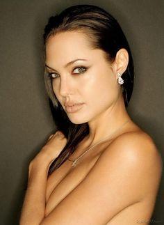 Фото голой Анджелины Джоли