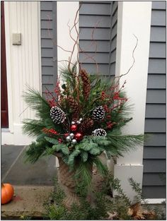 127 festive christmas table decorations to brighten up your feast page 5 Christmas Urns, Outside Christmas Decorations, Christmas Projects, Holiday Decor, Winter Decorations, Outdoor Christmas Planters, Elegant Christmas, Beautiful Christmas, Rustic Christmas
