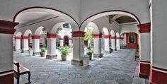 Atrio en la Iglesia / Claustro de San Jacinto, en el barrio de San Angel.