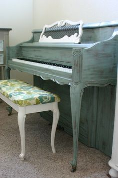 French Provincial Piano (love the idea of two tones with coordinating fabric) Recycled Furniture, Painted Furniture, Diy Furniture, Piano Room Decor, Piano Restoration, Painted Pianos, White Piano, Piano Bench, Oui Oui