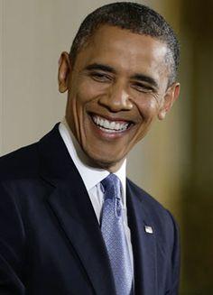 """El presidente estadounidense ha vuelto a insistir en la necesidad de que tanto republicanos como demócratas """"trabajen juntos"""" para evitar el abismo fiscal. Obama ha defendido las subidas de impuestos a los más rico, ya que solucionarían la mitad del abismo fiscal."""