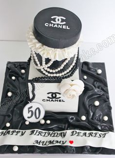 Fashion Cake Cake Pics, Cake Pictures, Coco Chanel Cake, Unique Cakes, Creative Cakes, Biscuit Cake, Couture Cakes, Designer Cakes, Party Desserts