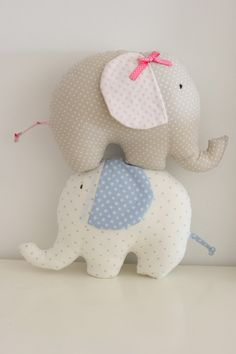 Vintage Affair / / heartmade in Portugal Diy Crafts Hacks, Baby Crib Mobile, Sock Animals, Softies, Pet Toys, Elephants, Puppets, Affair, Portugal