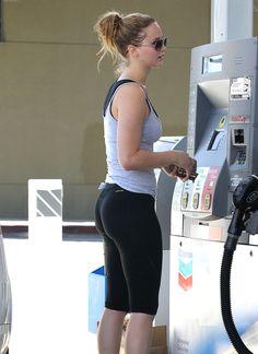 Jennifer Lawrence Photos - Jennifer Lawrence Pumps Gas - Zimbio