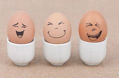 Cute egg faces the middle is so Voldemort XD Egg Crafts, Easter Crafts, Diy And Crafts, Crafts For Kids, Funny Eggs, Cute Egg, Easter Egg Designs, Easter Parade, Egg Art