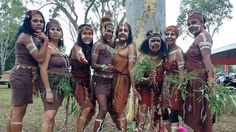Top 7 most curious facts about aboriginal women in Australia Aboriginal Culture, Aboriginal People, Aboriginal Dreamtime, Australian Aboriginals, Australian People, Women Facts, Curious Facts, Shocking Facts, Colorful Paintings
