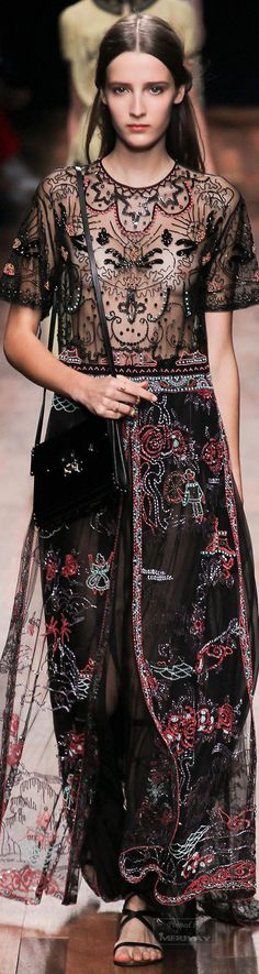 Valentino Spring 2015 – High Fashion / Ethnic & Oriental / Carpet & Kilim & Tiles & Prints & Embroidery.