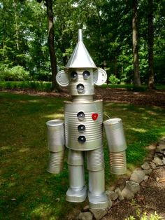 You might want to start saving your tin cans for spring when you see this insanely cute backyard idea! I had wanted a Tin Man for a while, so. after much struggling with the pieces and parts finally managed to put one together. It took me hours and hou Tin Can Man, Tin Man, Tin Can Crafts, Diy Crafts, Tin Can Lanterns, Repurposed Items, Wizard Of Oz, Yard Art, Projects To Try