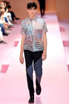 See all the Collection photos from Paul Smith Spring/Summer 2014 Menswear now on British Vogue Paul Smith, Mens Fashion Week, Fashion Show, Fashion Design, Men's Fashion, Paris Fashion, Vogue Paris, Hot Pink Pants, Spring Summer